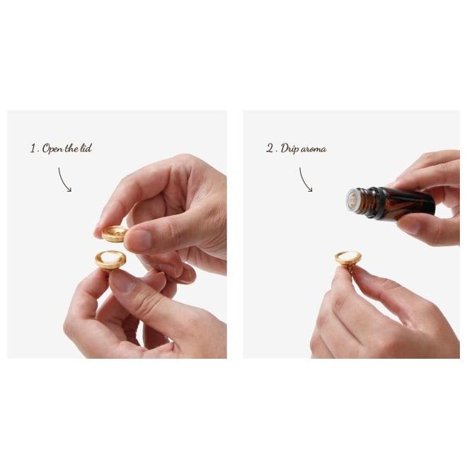 ALMA アロマピンズ お好みの香水・アロマオイル等をしみ込ませることができるボタン型のピンズ。