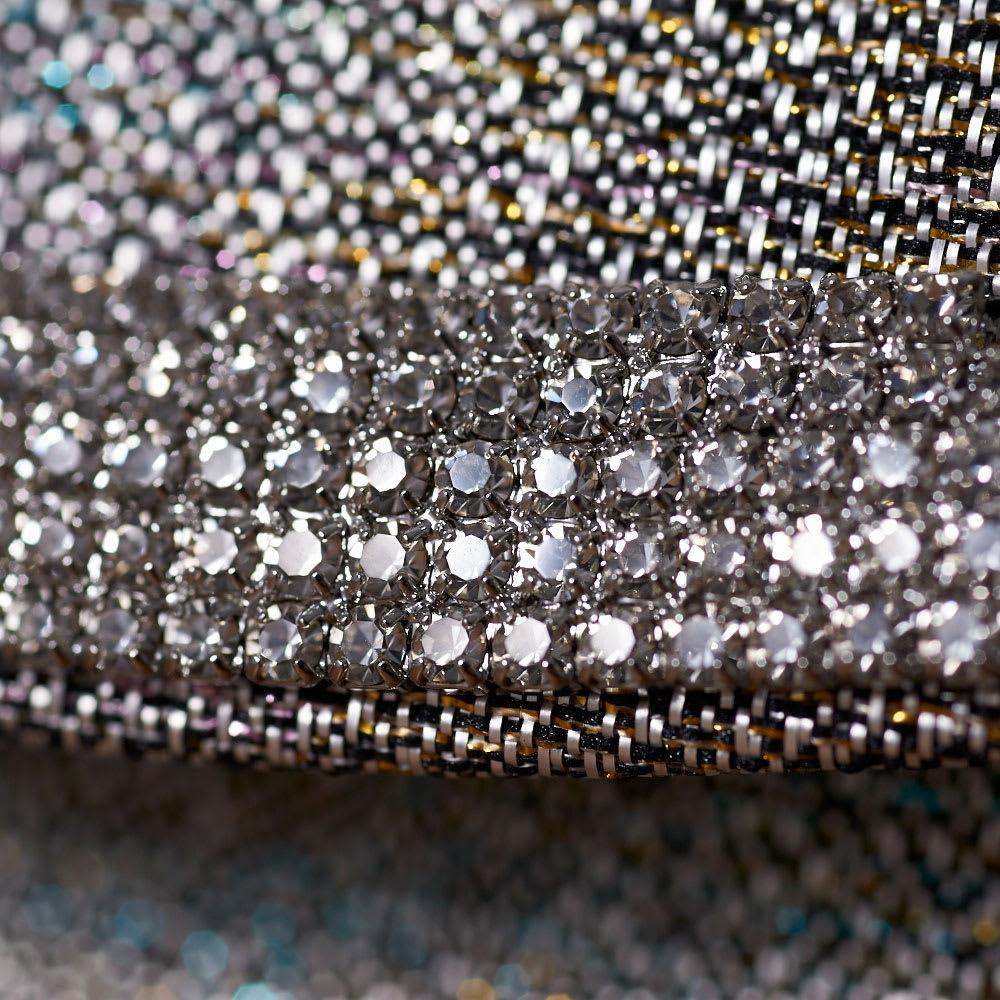 岩佐/錦織シルバーチェーン付きクラッチ シルバー系|結婚式・卒業式・入学式・パーティー 繊細な錦織りの素材感と、ラインストーンの飾りの組み合わせが上品。