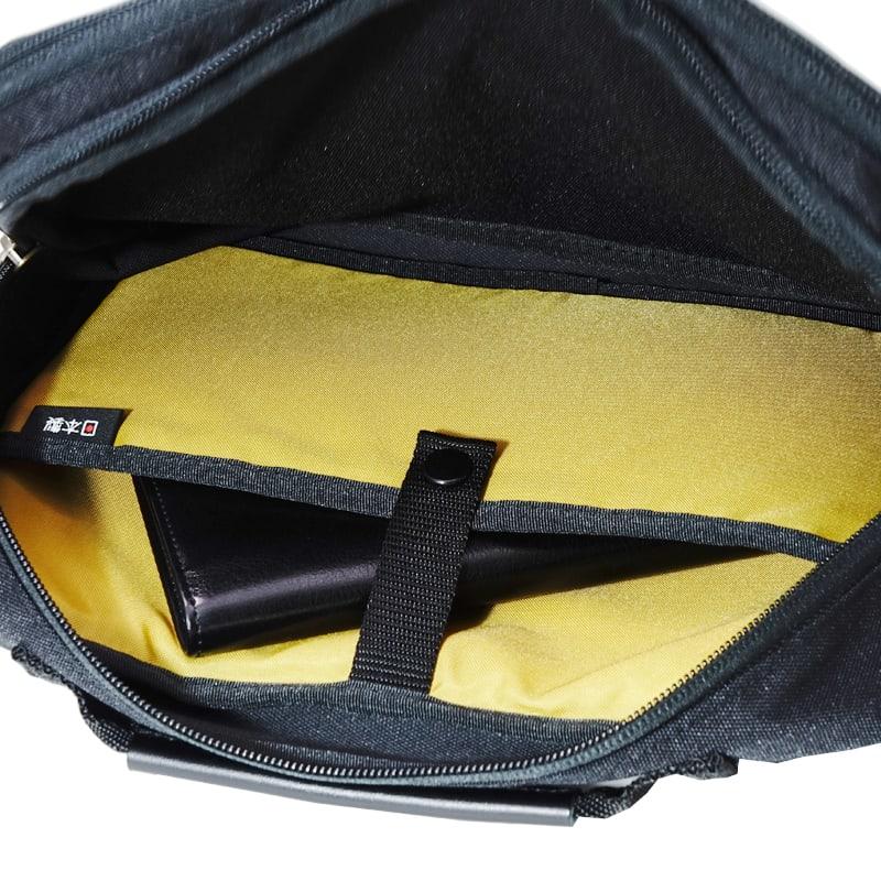 BusyBeaver(ビジィ・ビーバー)/ハンディショルダーバッグ クッション材を使用しているポケットは7.9インチ前後のPC・タブレットも収納可能です