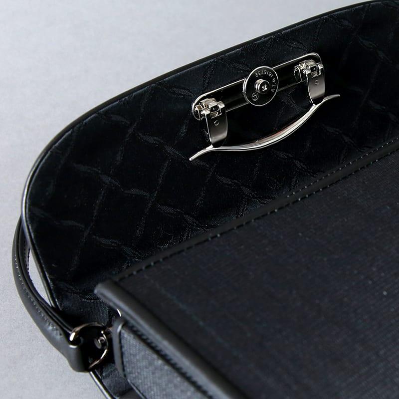 岩佐/ホースヘア2wayフォーマルバッグ<慶弔兼用シルバー金具付き/クラッチタイプ> 折り畳み式の金具でバッグのイメージを変えることができます