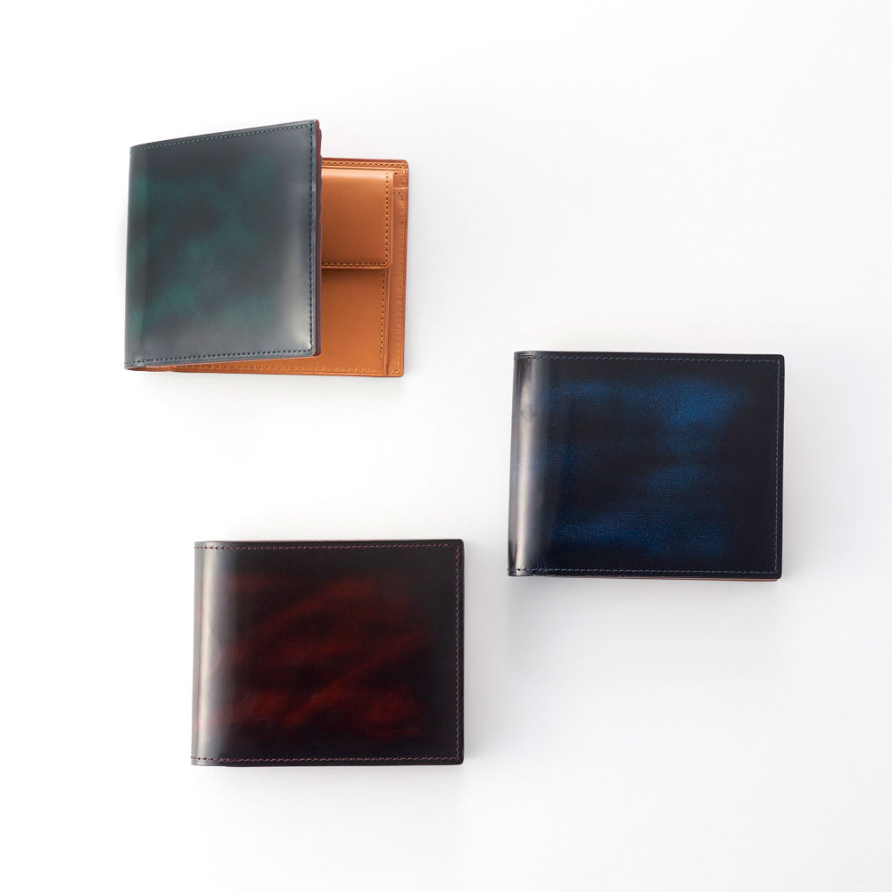 アドバンティック牛革二つ折れ財布(小銭入付) 上から時計回りに(イ)グリーン、(ウ)ブルー、(ア)ワイン