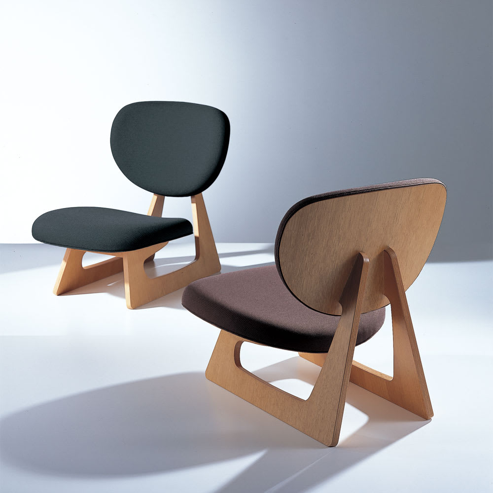 天童木工/低座椅子(Tei-Zaisu)デザイン:長大作|デザイナーズ家具 写真左:(シ)ブラック、写真右:(カ)ダークブラウン