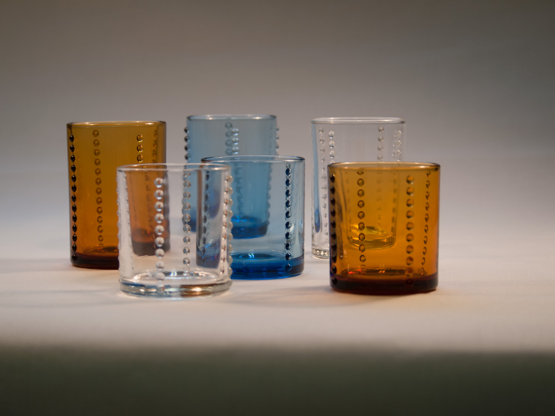 廣田硝子(ヒロタガラス)/YグラスS 手前左から(ア)クリア、(ウ)ブルー、(イ)アンバー ※奥のグラスはNV4603