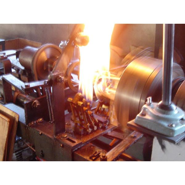 KINTO スローコーヒースタイル コーヒーカラフェセット600ml ハンディクラフト(手仕事)のよさを生かしたプロダクト。耐熱ガラスのパイプを炎であぶり、空気を吹き込んでふくらませる。