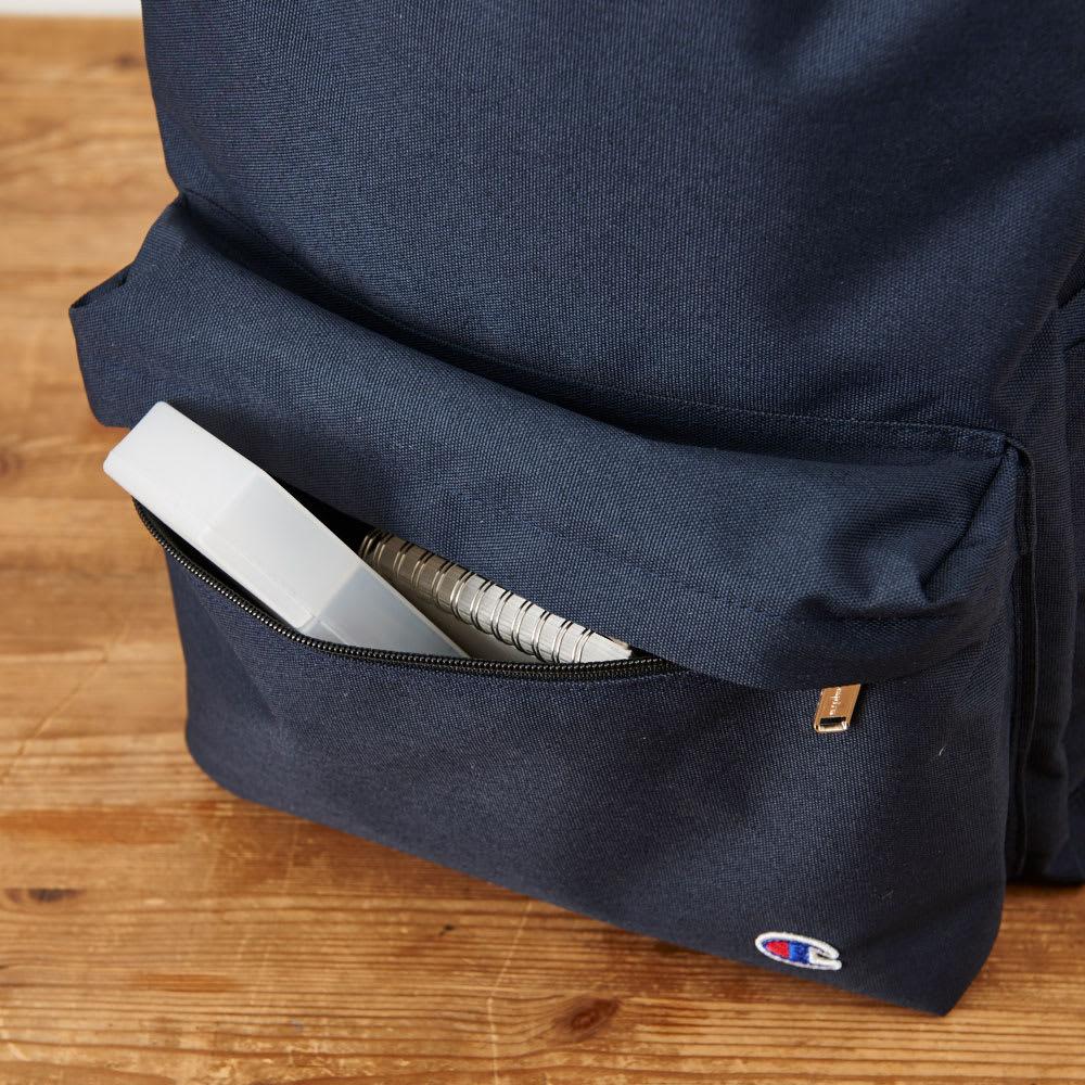 チャンピオン/Champion コンコード B4対応リュック フロントポケットはすぐに取り出したいスマホなど、よく使う小物をいれるのにも便利です。