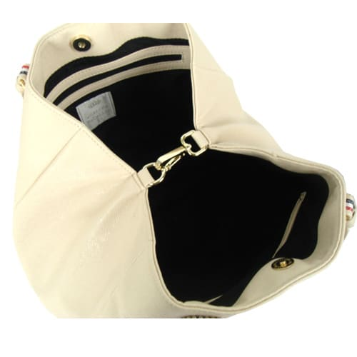 ワチャマコリ 変形カラ―トートバッグ マチ部分を中の金具で止めるとコンパクトな台形に変形