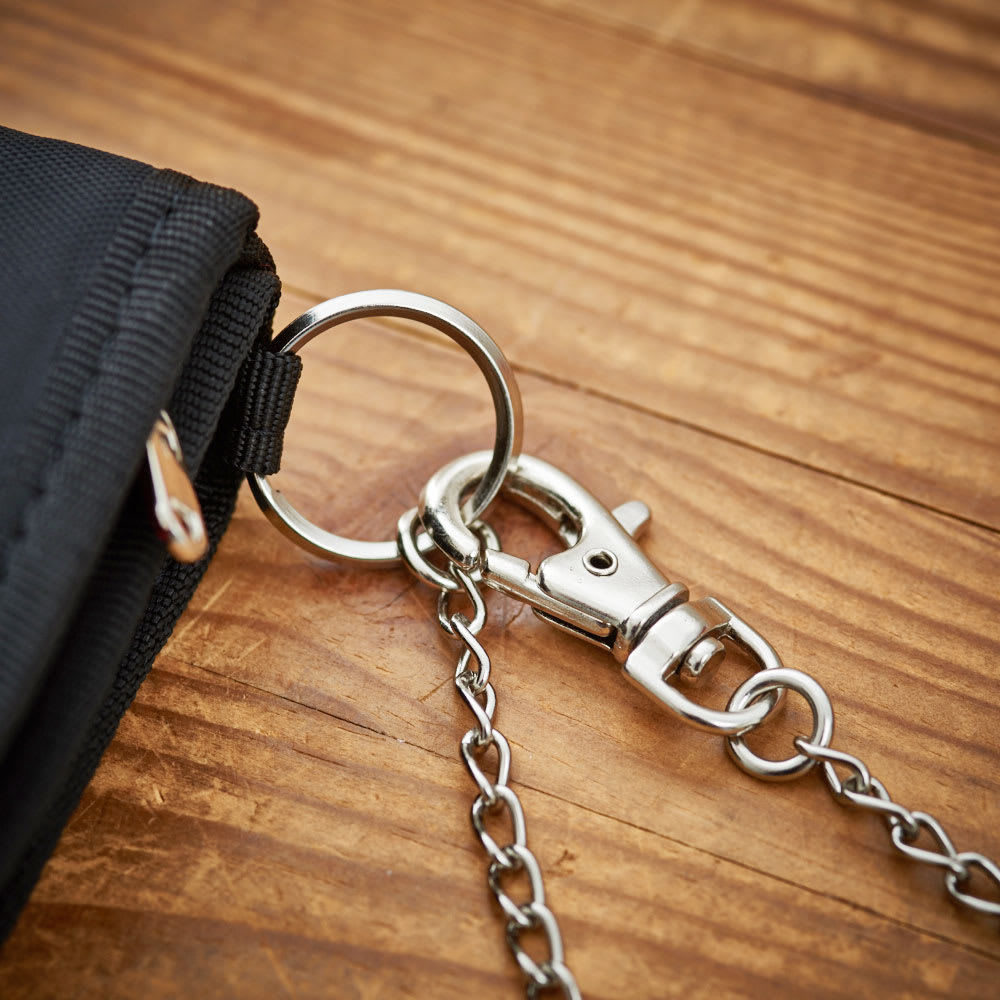 チャンピオン/Champion アース チェーン付 二つ折り財布 ウォレットチェーン付きなので、カバンやベルト通しに繋げておけば紛失防止になります。