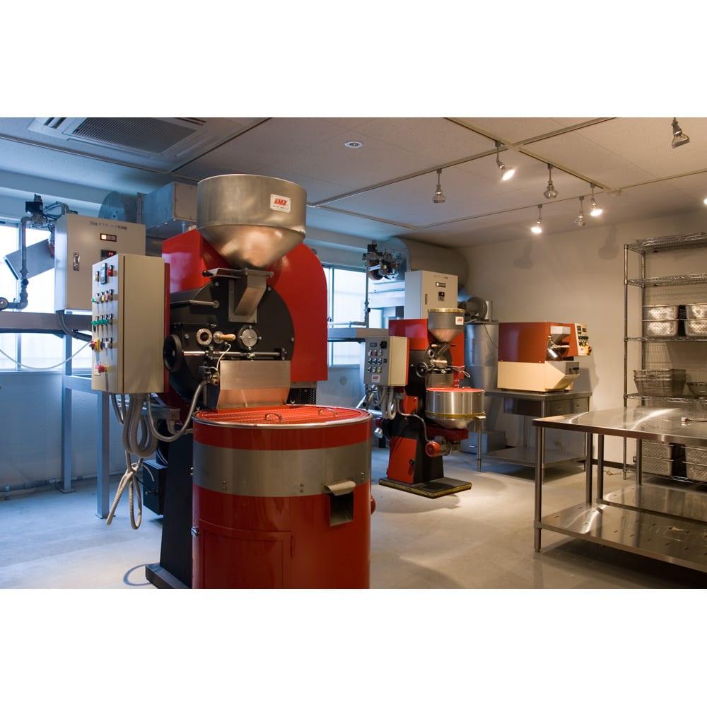 MAME'S/マメーズ サンタリタ (150g) イタリア STA 社の最新鋭焙煎機が3台、並んでいます。焙煎鮮度を常に新鮮に保つよう、それぞれの豆を、お客様のご注文に応じて、焙煎しています。