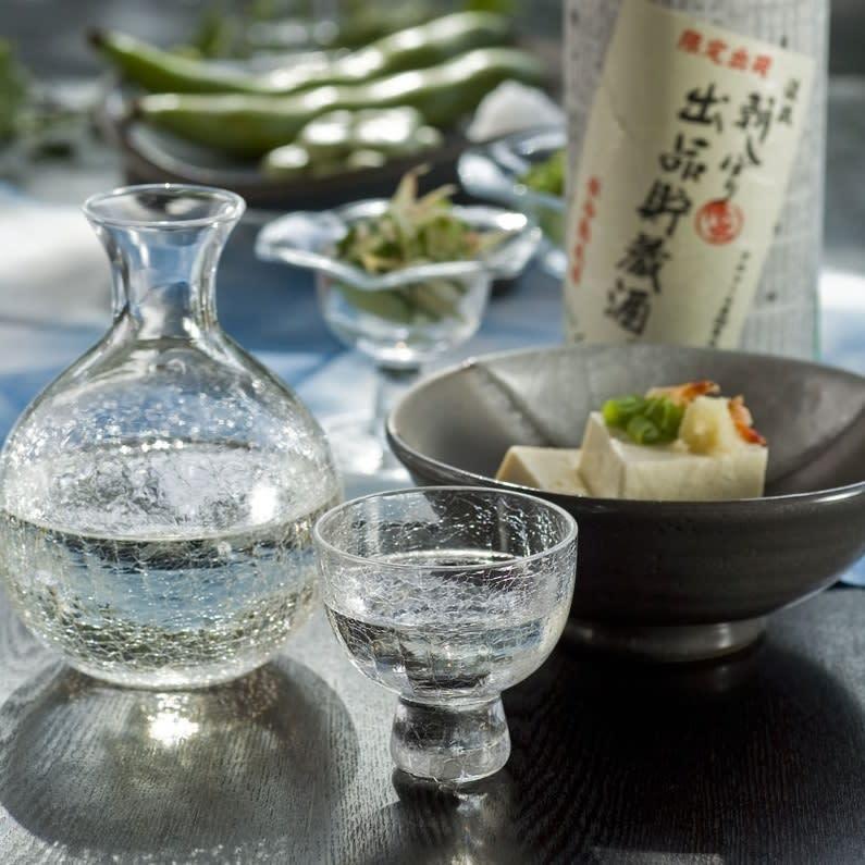 朝しぼり出品貯蔵酒  (900ml) 日本酒の本来の旨み・甘み・酸味をバランスよく引き出した通に人気のお酒です。