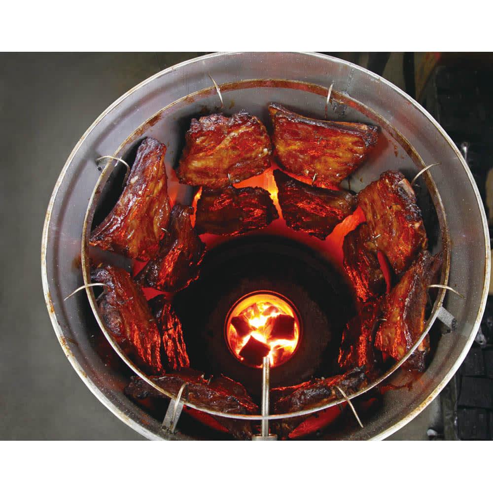 炭火焼スペアリブ (600g) 1本1本じっくりと焼き上げます。
