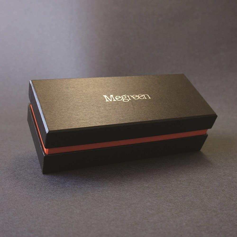 ドライストロベリーテリーヌショコラ (約250g×1本) 高級感のある商品パッケージ。