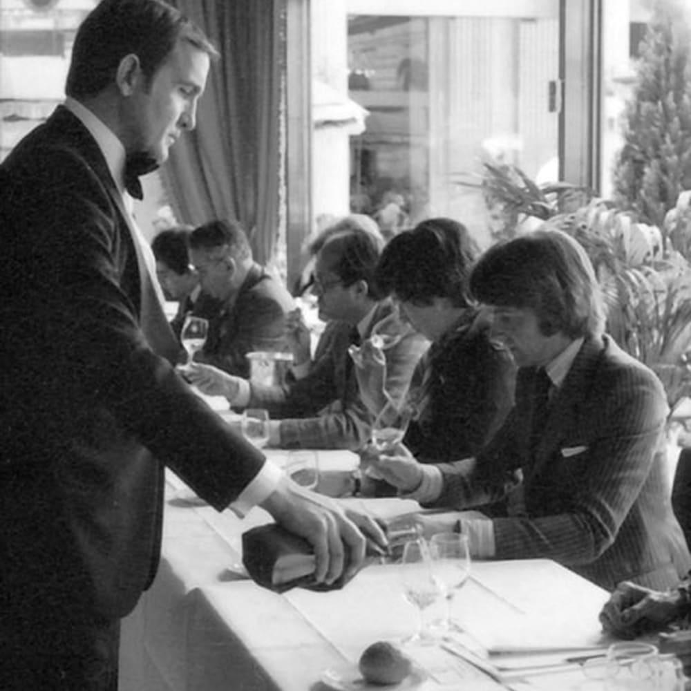【赤ワイン】クロ・デュ・ヴァル スノーマン・ノース・コースト・ジンファンデル 1986年、ナパとボルドーのワイナリーがプライドをかけて臨んだ「パリ・テイスティング」のリターンマッチでは見事優勝を飾り、世界中にその品質の高さを知らしめました。