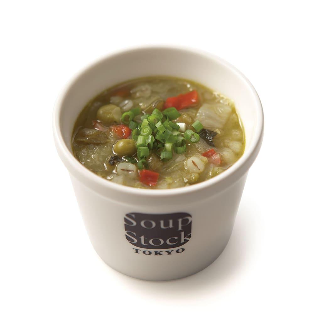 「スープストックトーキョー」カレーとスープのセット 【盛り付け例】緑の野菜と岩塩のスープ