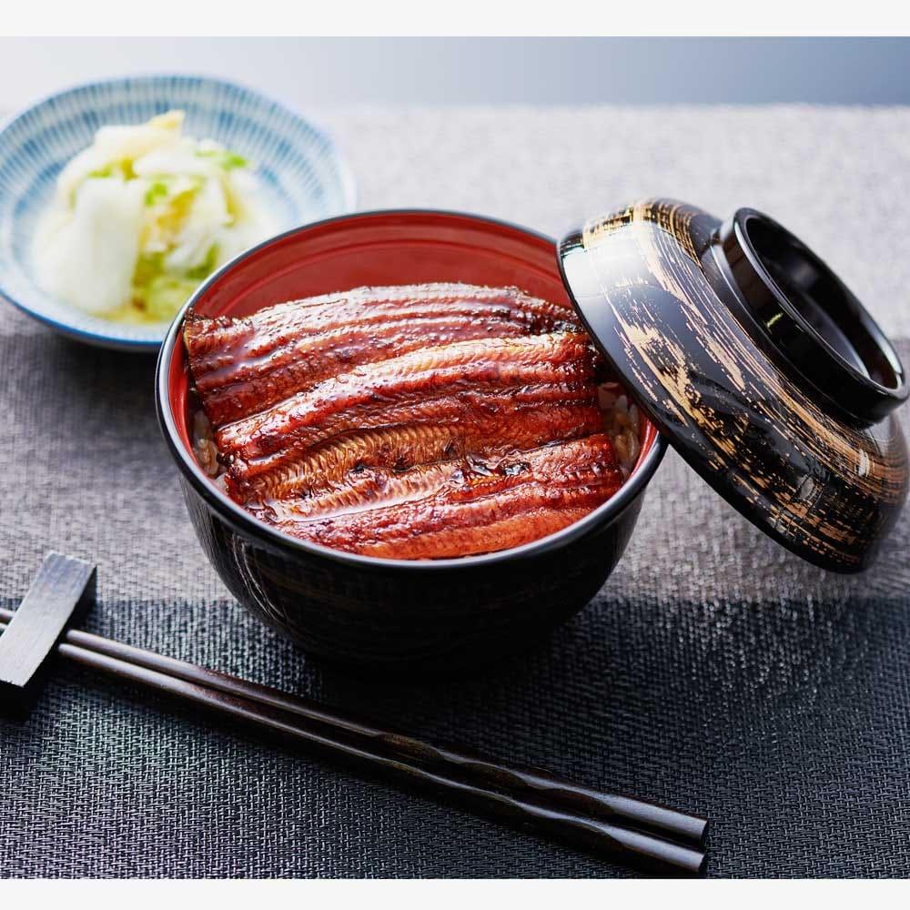 愛知三河産 うなぎ蒲焼(不揃い) (800g) 【盛り付け例】 ふっくら柔らかなうなぎ。細かったり、不揃いな形でも味は変わりません。