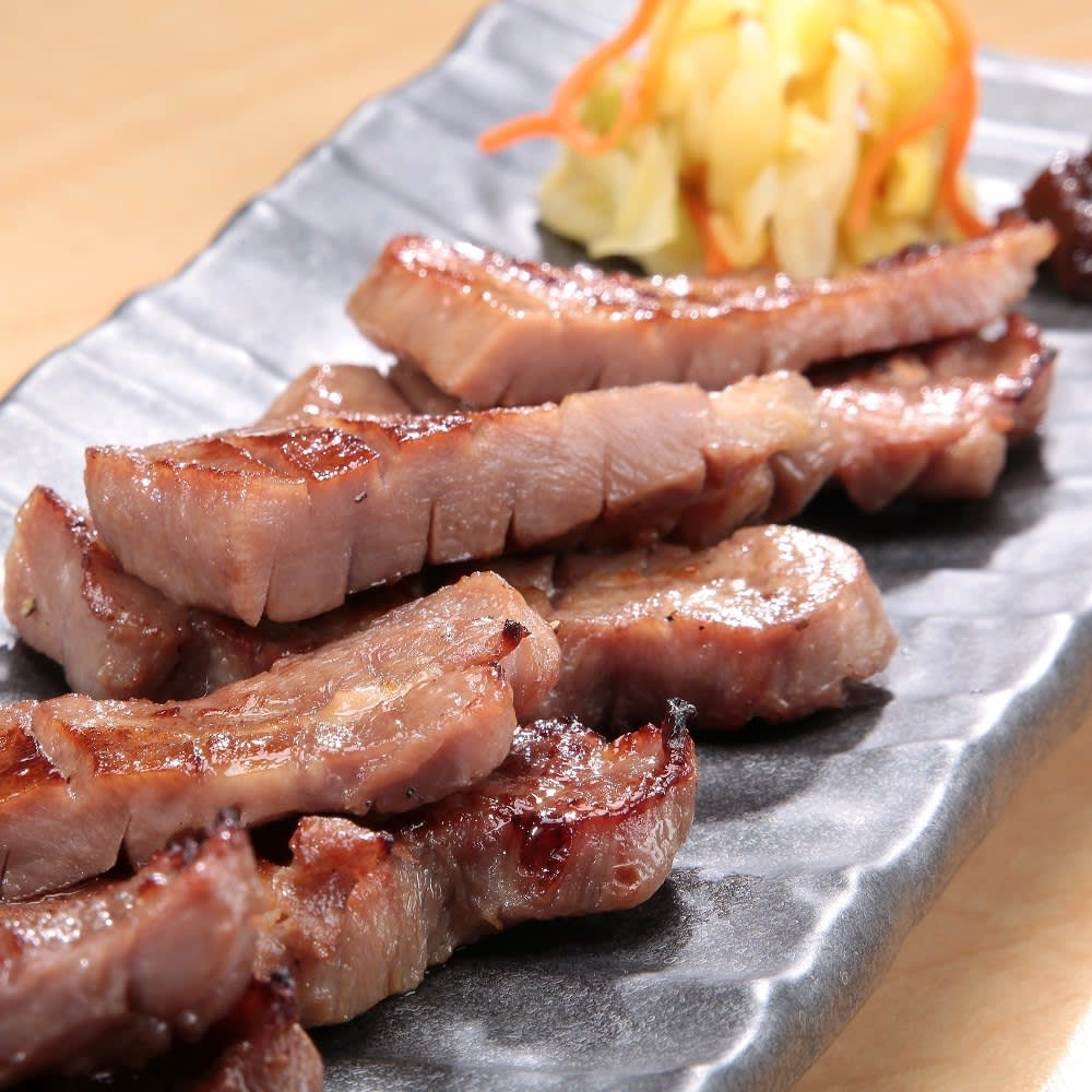 【お歳暮ギフト】仔牛の牛タン丸ごと一本塩麹熟成 (300g) 和惣菜
