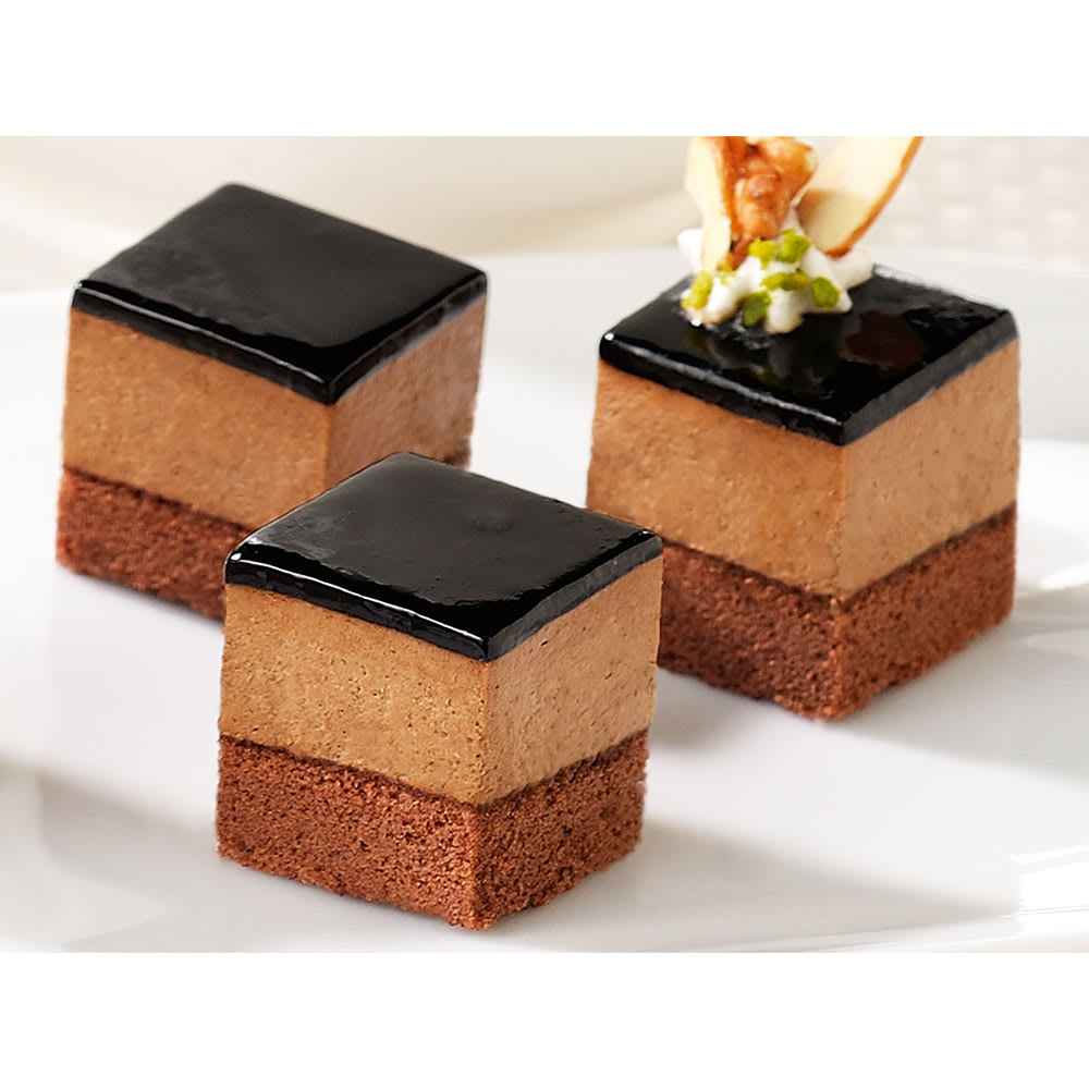 フレック カット済みケーキ レアーチョコ(ベルギー産チョコレート使用) (49個) 盛り付け例