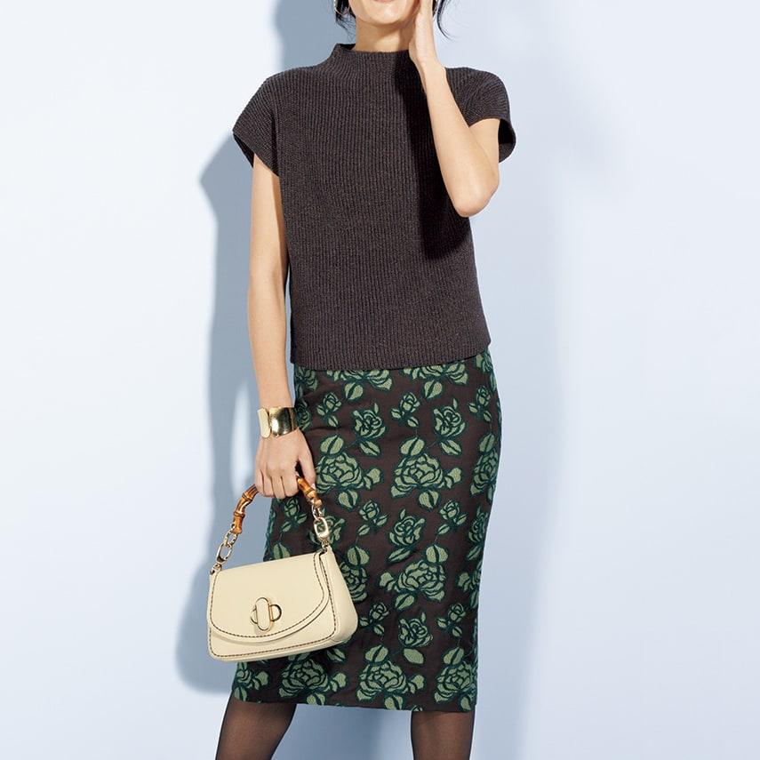 片畦編み ボトルネック プルオーバー コーディネート例 /刺繍スカートとニットトップスで織りなす、リュクスなコーディネート。