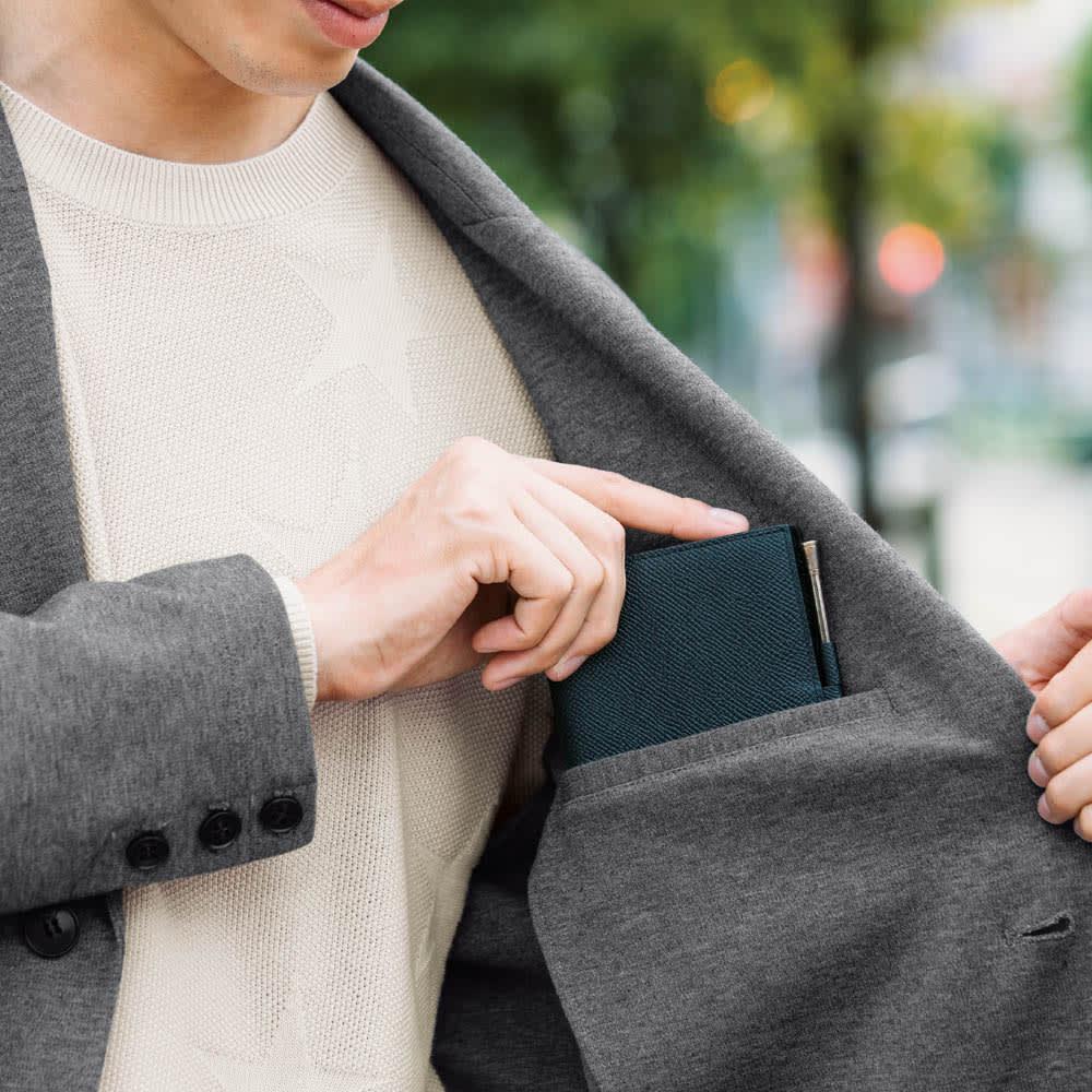 ポンチジャージ ジャケット 手帳サイズも収まる内ポケット付き。ちょっとした外出なら、バッグ不要で出かけられます。