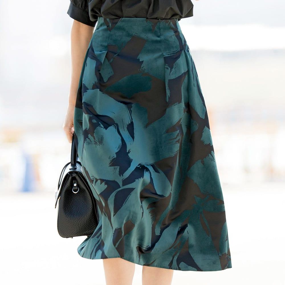フラワー フロッキープリント フレアースカート 着用例
