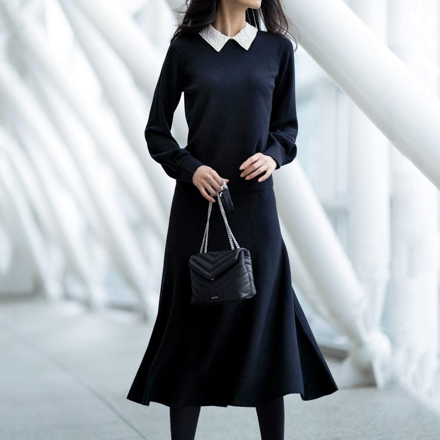 ニット フレアースカート(サイズ3L) コーディネート例 /スカートのフレアーラインで優雅な立ち姿を、座ればビジュー襟が華やいだ表情を見せてくれるニットのセットアップ。