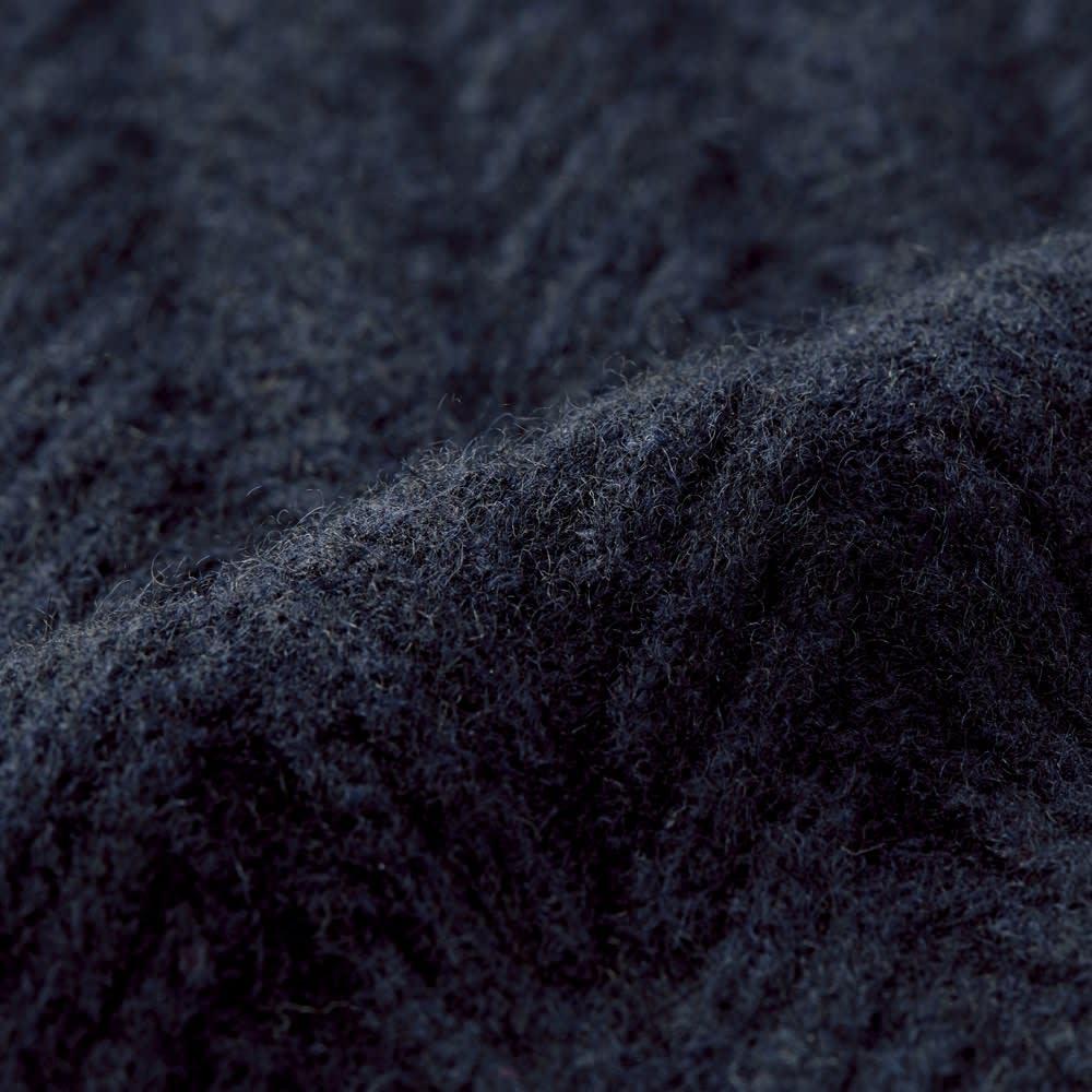 カシミヤ混 ハーフボタン ハイネックニット(サイズM) カシミヤ混ならではの柔らかな風合い。手間暇かけて編み上げられた凝った柄も存在感たっぷり。 ※今回こちらのお色の販売はございません。参考画像です。