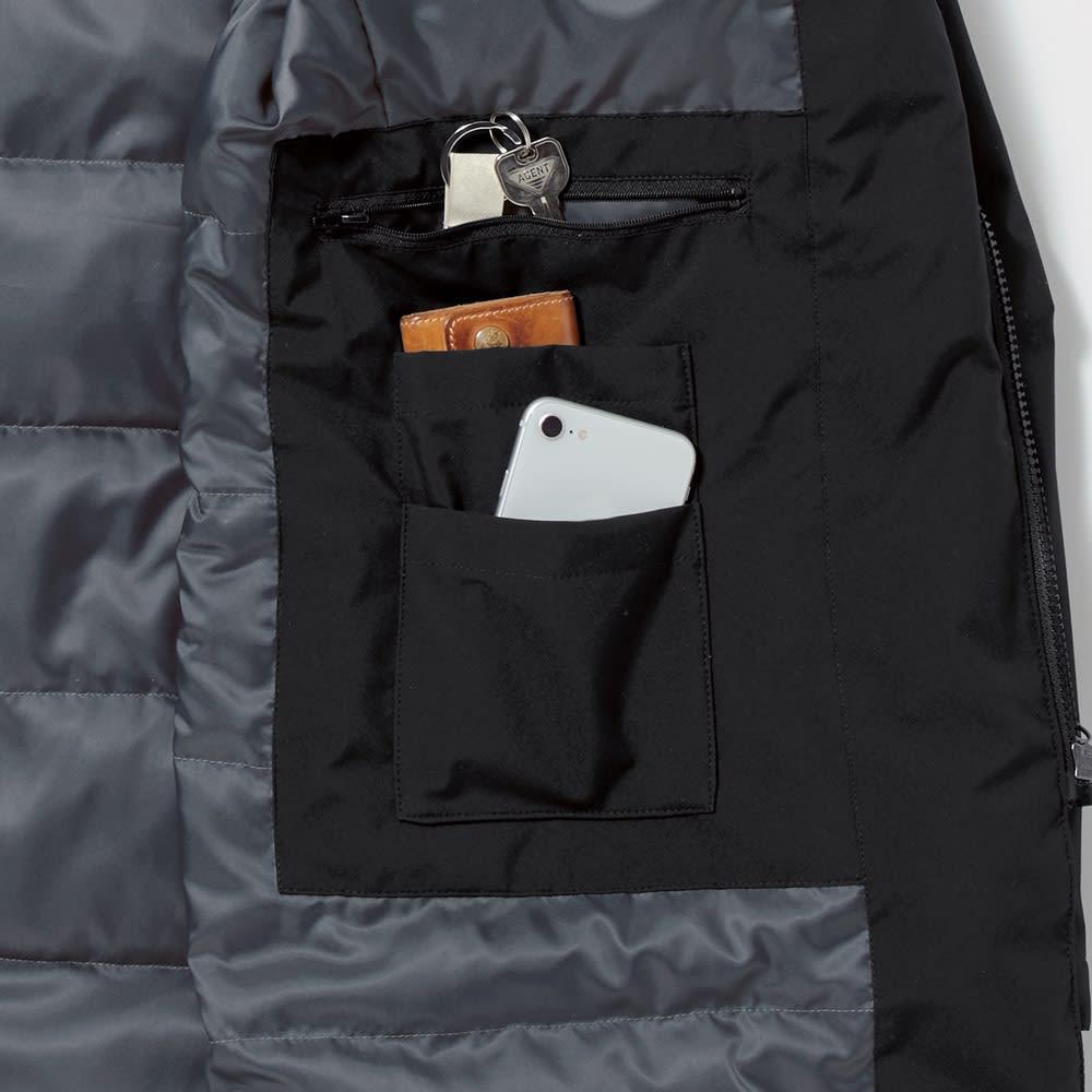 高フィルパワーダウンコート(サイズS) 手帳やスマホも収まり、鍵など大切なものを入れるのに重宝するジップ付きポケットも。