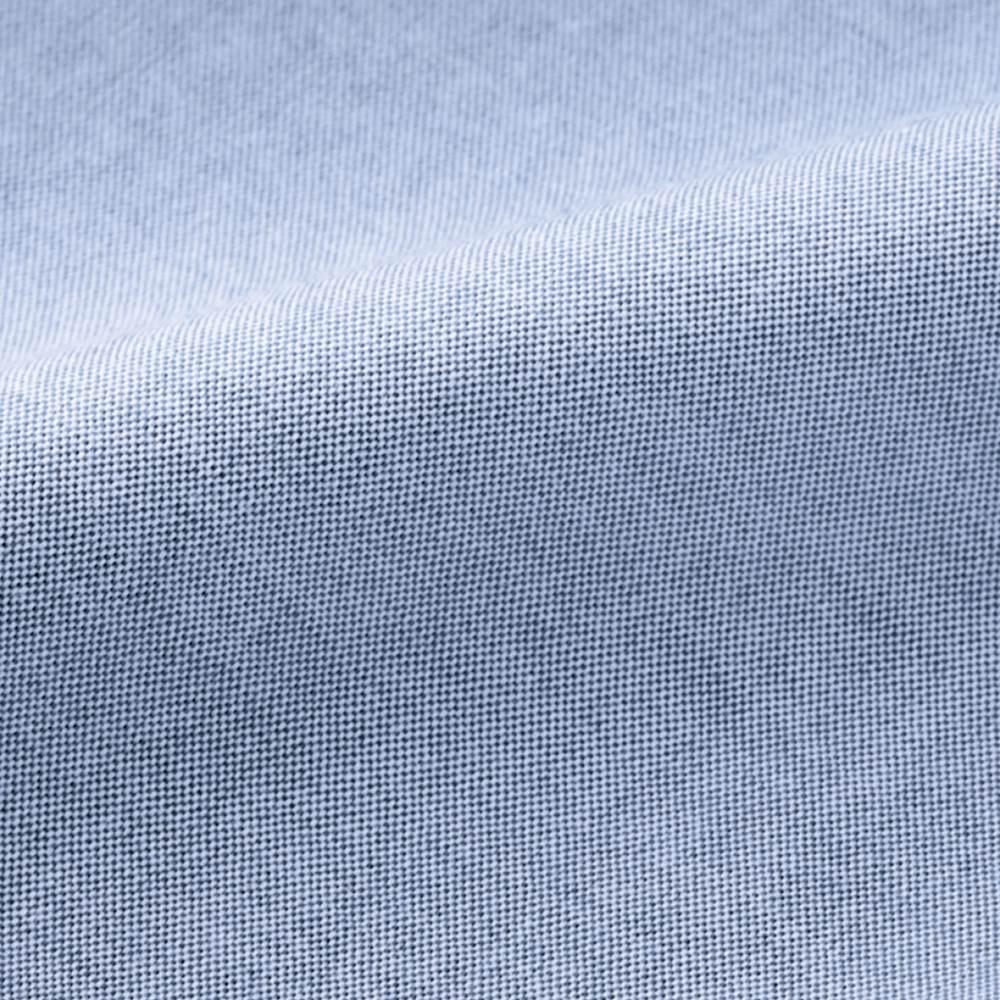 オックスパーカブルゾン シャツ感覚で羽織れるオックス生地。カジュアルなナイロンブルゾンとひと味違う上品さ。