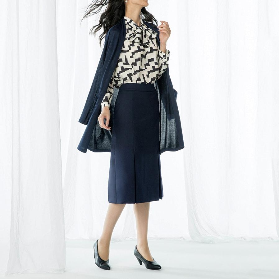 ウール混 ドビー タックデザイン スカート コーディネート例 /ボウタイ×セミタイトスカートで正統派美人スタイル。