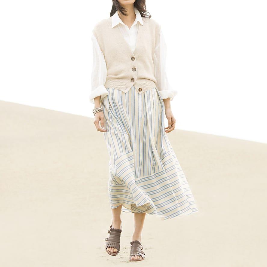 イタリアラメ スパンコール糸 ニットジレ コーディネート例 /夏草が香るような女性らしい着こなしを、イタリアの素材でモードアップしました。