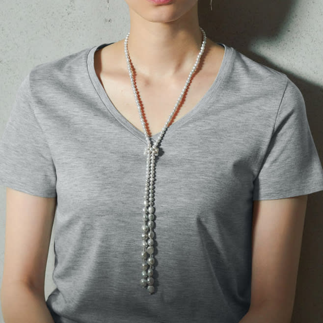 新美デコルテ(R) 合わせ細V開き半袖Tシャツ (ウ)グレー コーディネート例