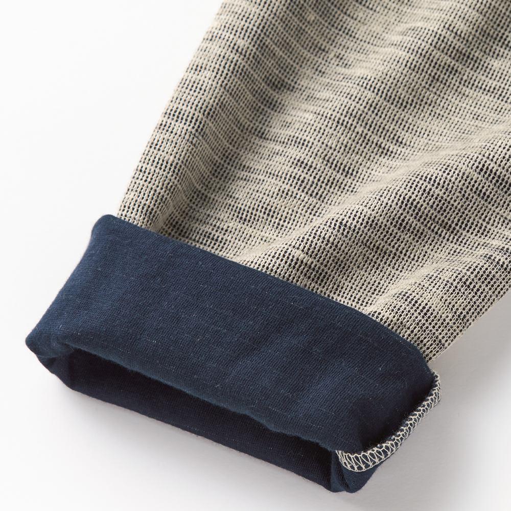表面リネン ロングスリーブTシャツ 表はリネン特有のネップが独特の個性を発揮。裏地との配色も着こなしのアクセントに。