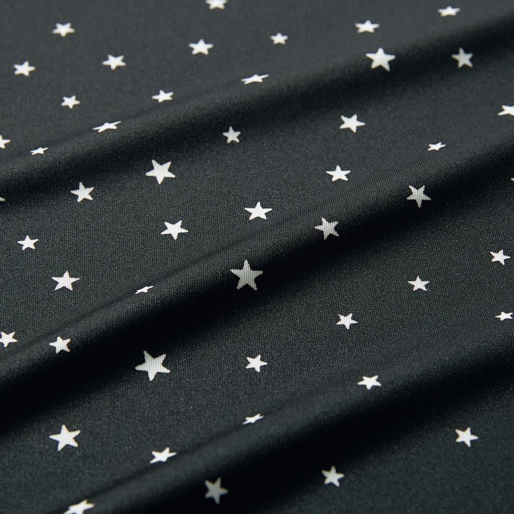 スタープリント シャツワンピース 大人の遊び心をくすぐる、大小ランダムな星柄プリント。