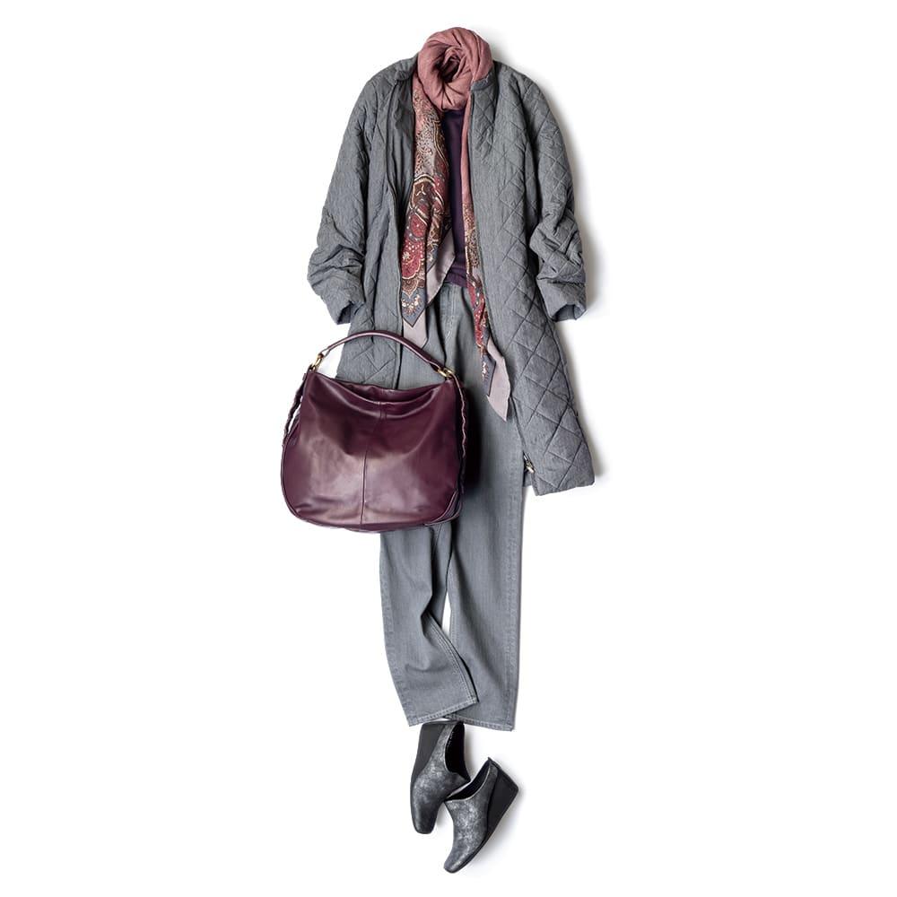 オリラグファーティペット付き リモンタ社 中わた キルティングコート コーディネート例 /オリラグファーを外して、キルティングコートのみをさっとデニムに羽織ったスタイル。ファーの代わりに華やかな色柄のスカーフやこっくりとしたワイン色のバッグを合わせれば、優しく穏やかな気分。