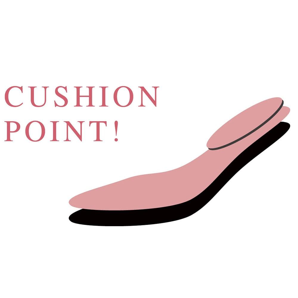 オープントゥ バックストラップ パンプス 【ピンクの部分がクッションポイント】足裏全面に2mm厚クッションを敷き、さらに荷重が掛かる踵上に2mm厚を重ねて、疲れにくい足あたりを実現。