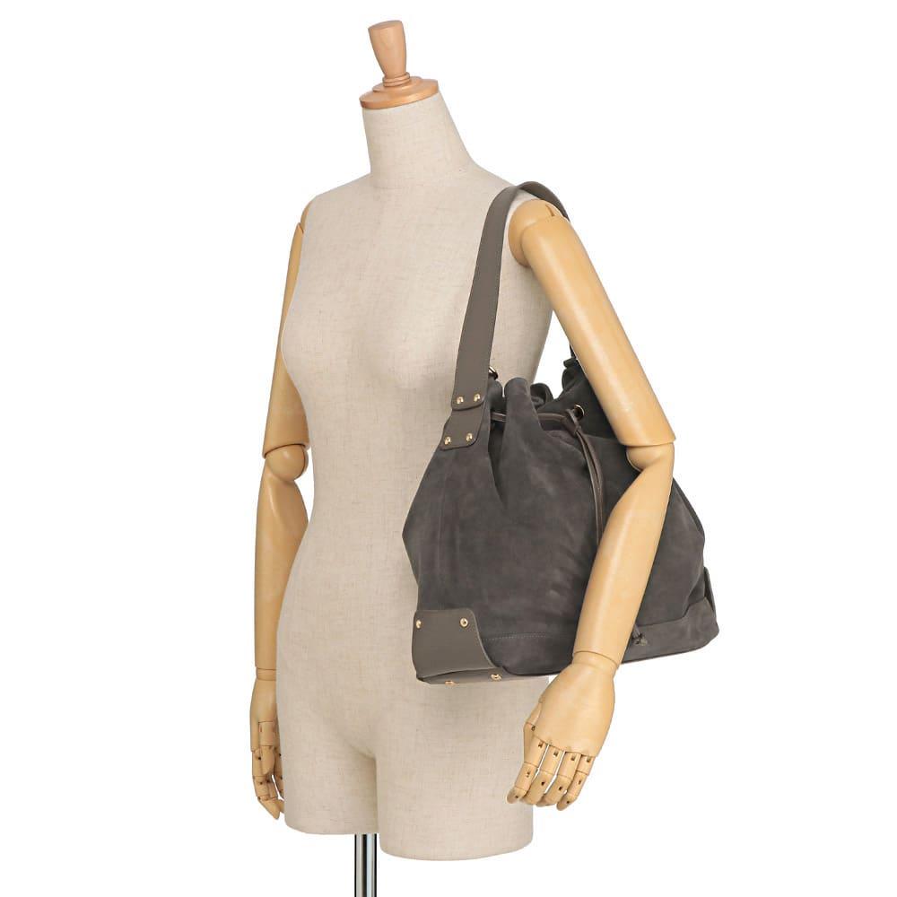 TOSCANI/トスカーニ 巾着 ショルダー 2WAY バッグ(イタリア製) 着用例