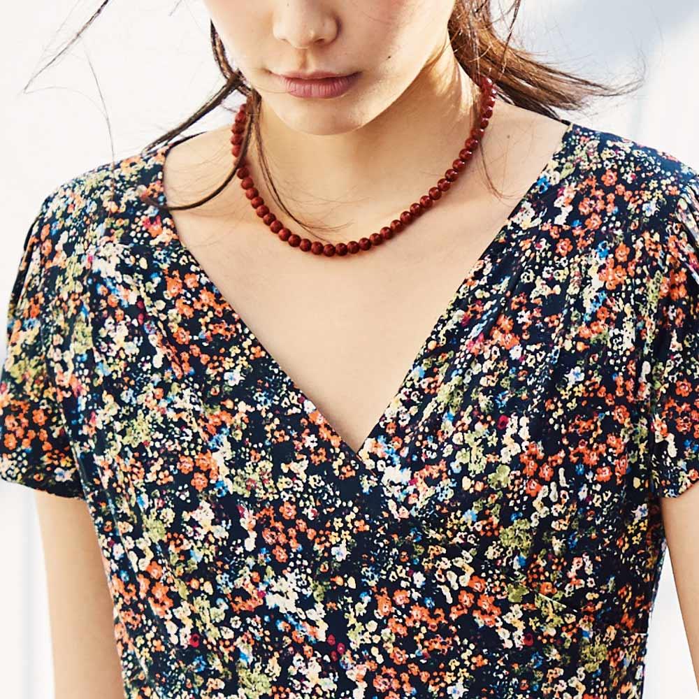 オオイソバナ珊瑚 ネックレス+イヤリング・ピアスセット コーディネート例(ネックレスのみ)
