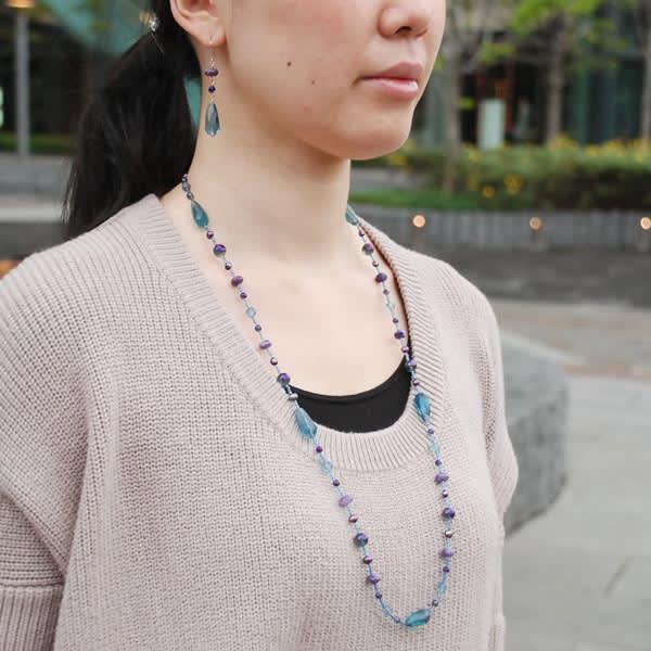 YUKIKO OKURA/ユキコ・オオクラ ブルー系ストーン ネックレス 着用例
