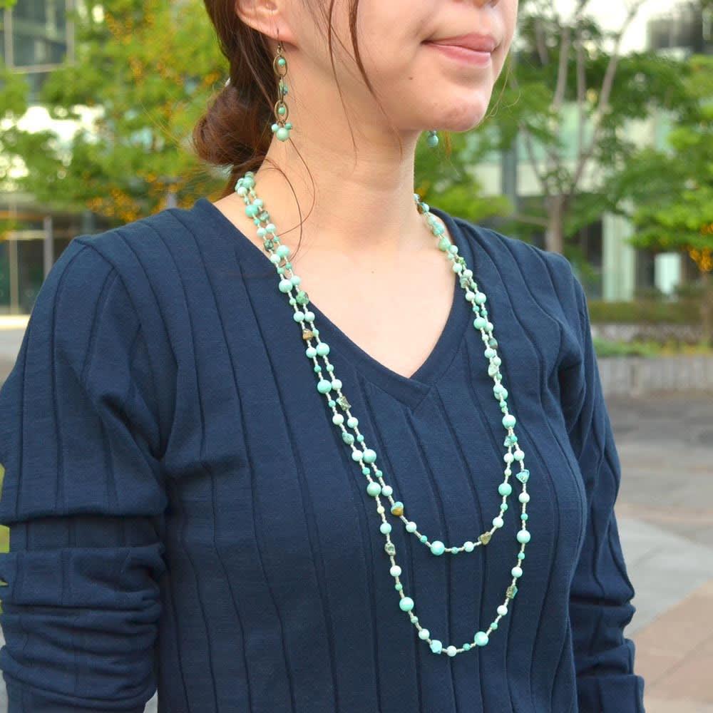 YUKIKO OKURA/ユキコ・オオクラ グリーンカラー ロングネックレス コーディネート例
