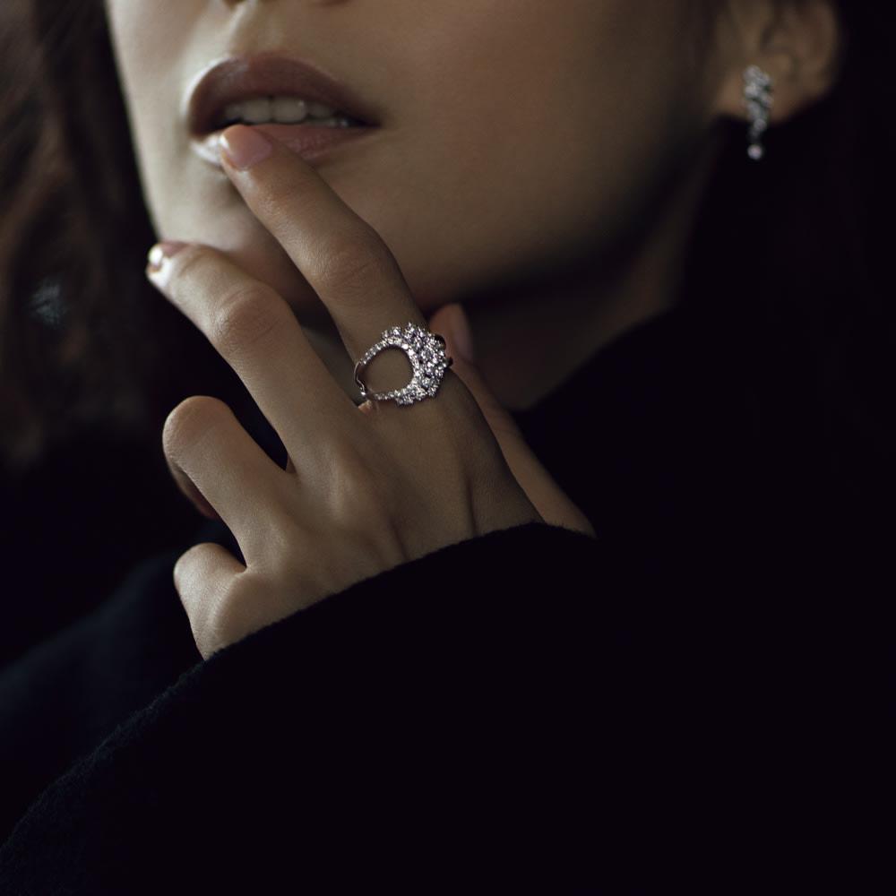 K18WG 0.5ctダイヤ デザインイヤリング・ピアス コーディネート例