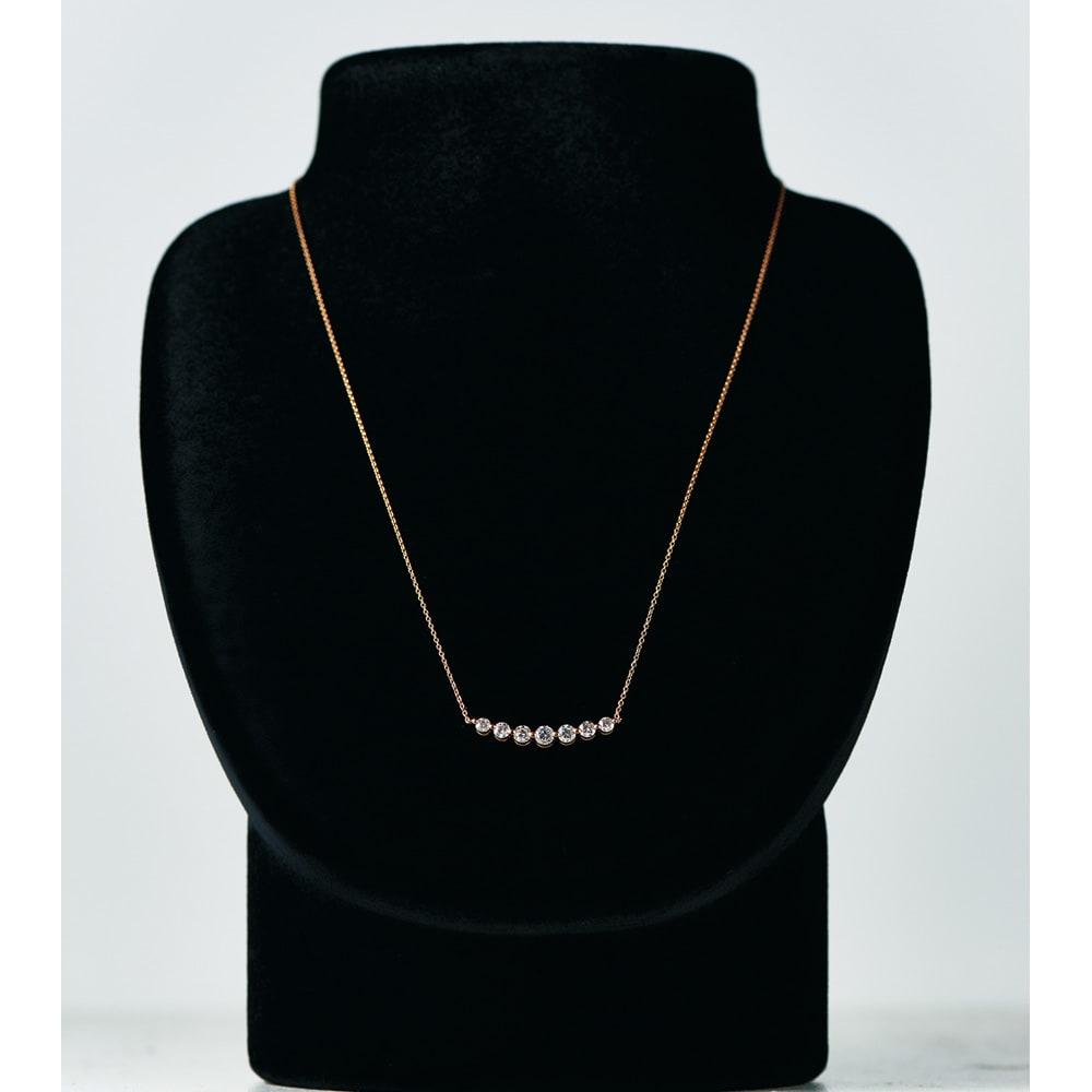 K18 0.7ctダイヤ デザイン ネックレス (ア)YG 着用例