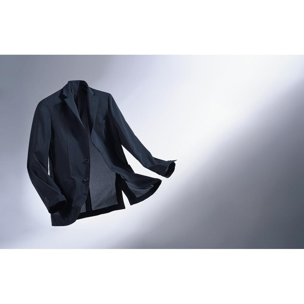 洗える軽量 セットアップシリーズ ジャケット 風を纏うような素材感で、業界最軽量を目指しました。