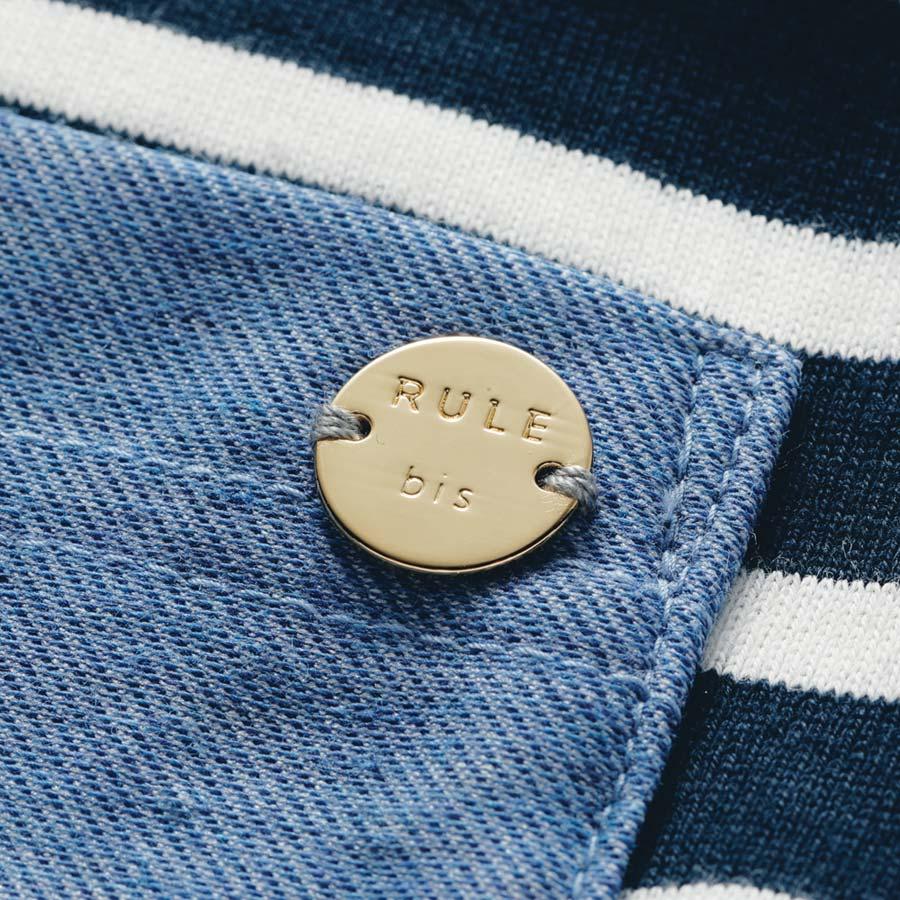 異素材を組み合わせた ボーダーポロシャツ ポケットにロゴプレート付き。 ※今回こちらのお色の販売はございません、参考画像です。