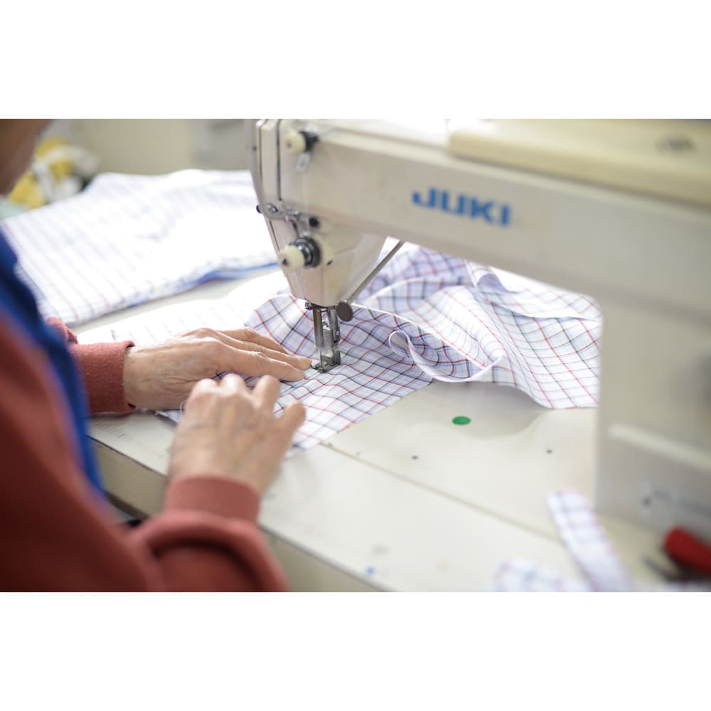SCENE/シーン インディゴ チェック シャツ(日本製)(サイズS) この道45年の職人さんが丁寧に縫製。量産型とは違う、ジャパンクオリティが詰まっています。
