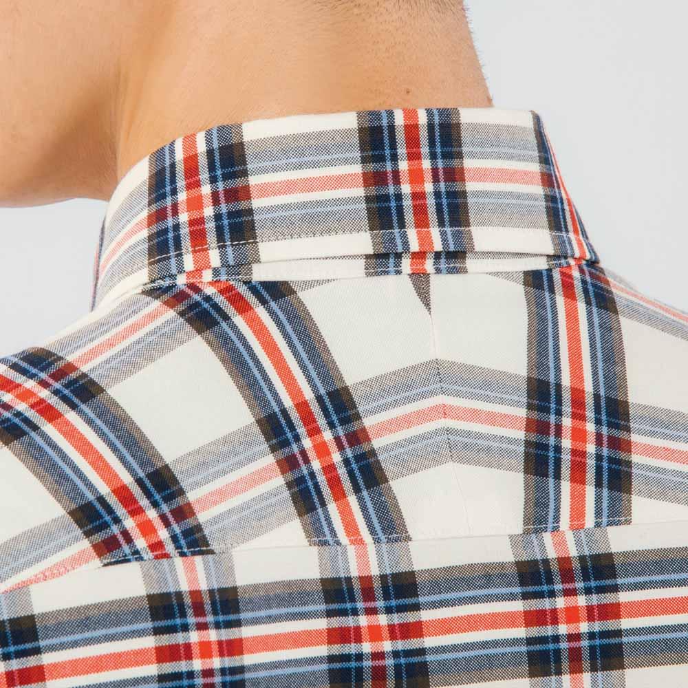 SCENE/シーン ジャパンメイド ビッグチェック シャツ スリム 斜めに伸びる生地の特性を生かし、肩のラインに沿って斜めに縫い合わせたスプリットヨークを採用。 ※こちらの画像は同シリーズのオックスチェックシャツ(商品番号:PC67-12)です。