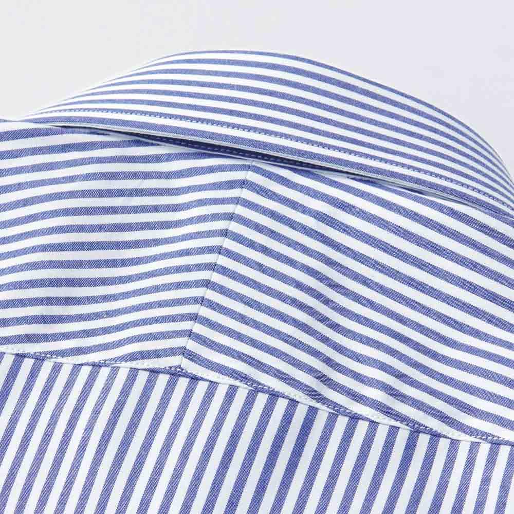 100番双糸 GIZAコットン ワイドカラー ワイシャツ 生地は斜めに伸びやすいという特性を活かし肩のラインに沿うように縫い合わせるスプリットヨークを採用。