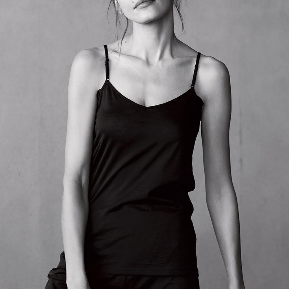 衣類を労る 汗取りシリーズ(防水布なし) ハイバックキャミソール 【着丈約60cm】 (ア)ブラック 着用例
