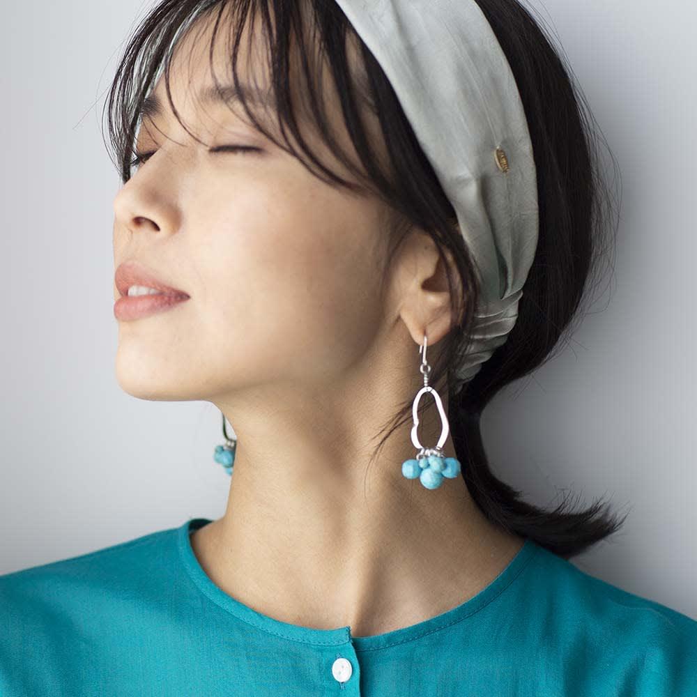 YUKIKO OKURA/ユキコ・オオクラ ターコイズカラー イヤリング・ピアス (イ)ピアス 着用例