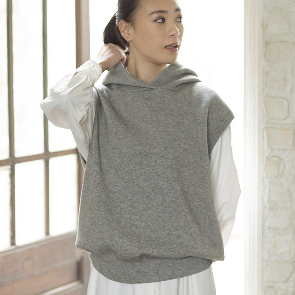 スムース編み ノースリーブパーカ グレー H162 着用サイズ:S-M