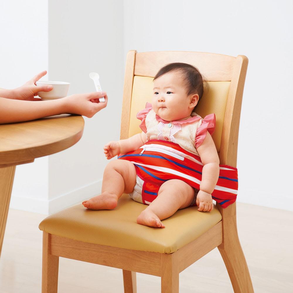 抱っこもできるお食事ベルト スタイ付き 大人用のイスでもベビーが座れる。