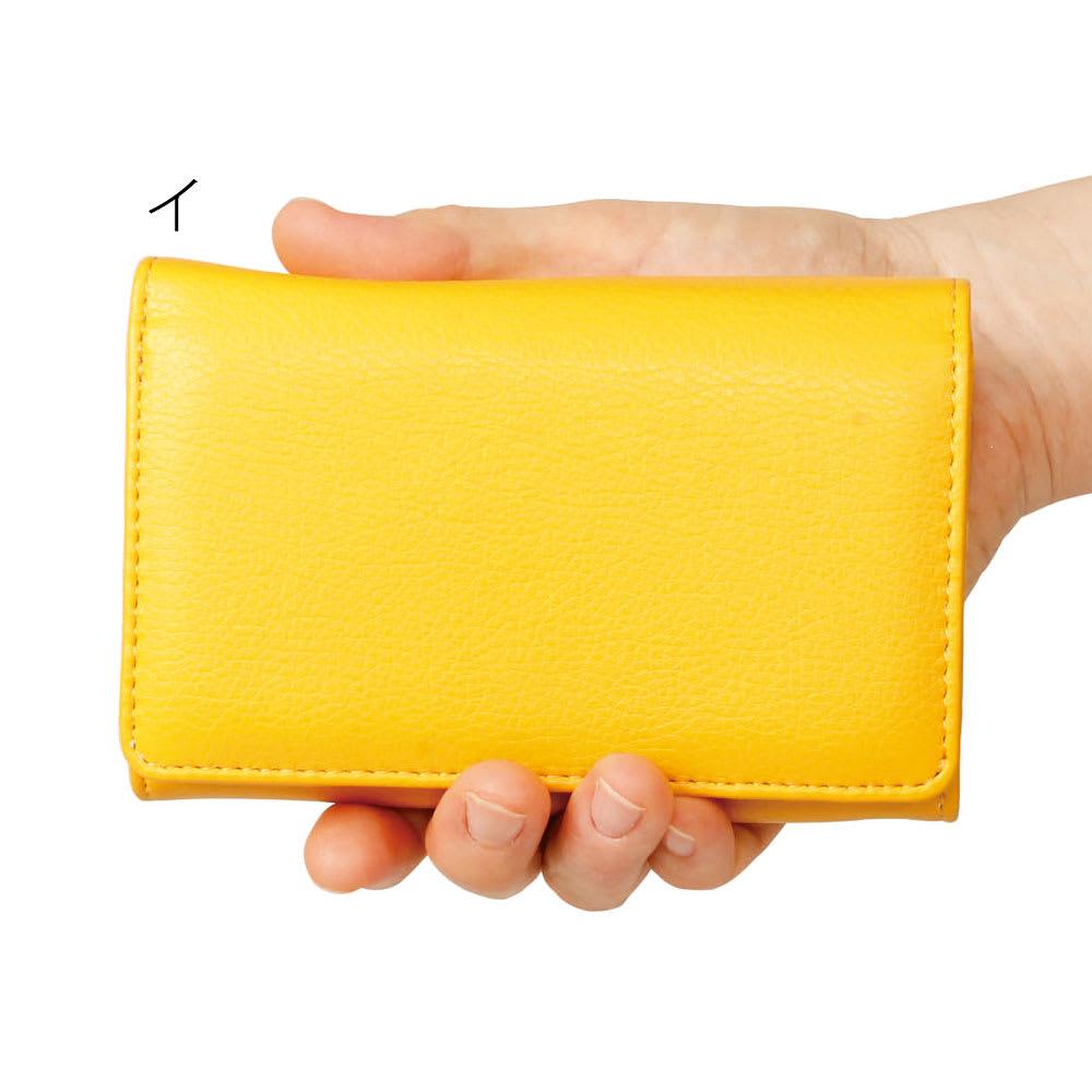 小銭仕分けてスッキリ財布 女性の手にもスッポリサイズ
